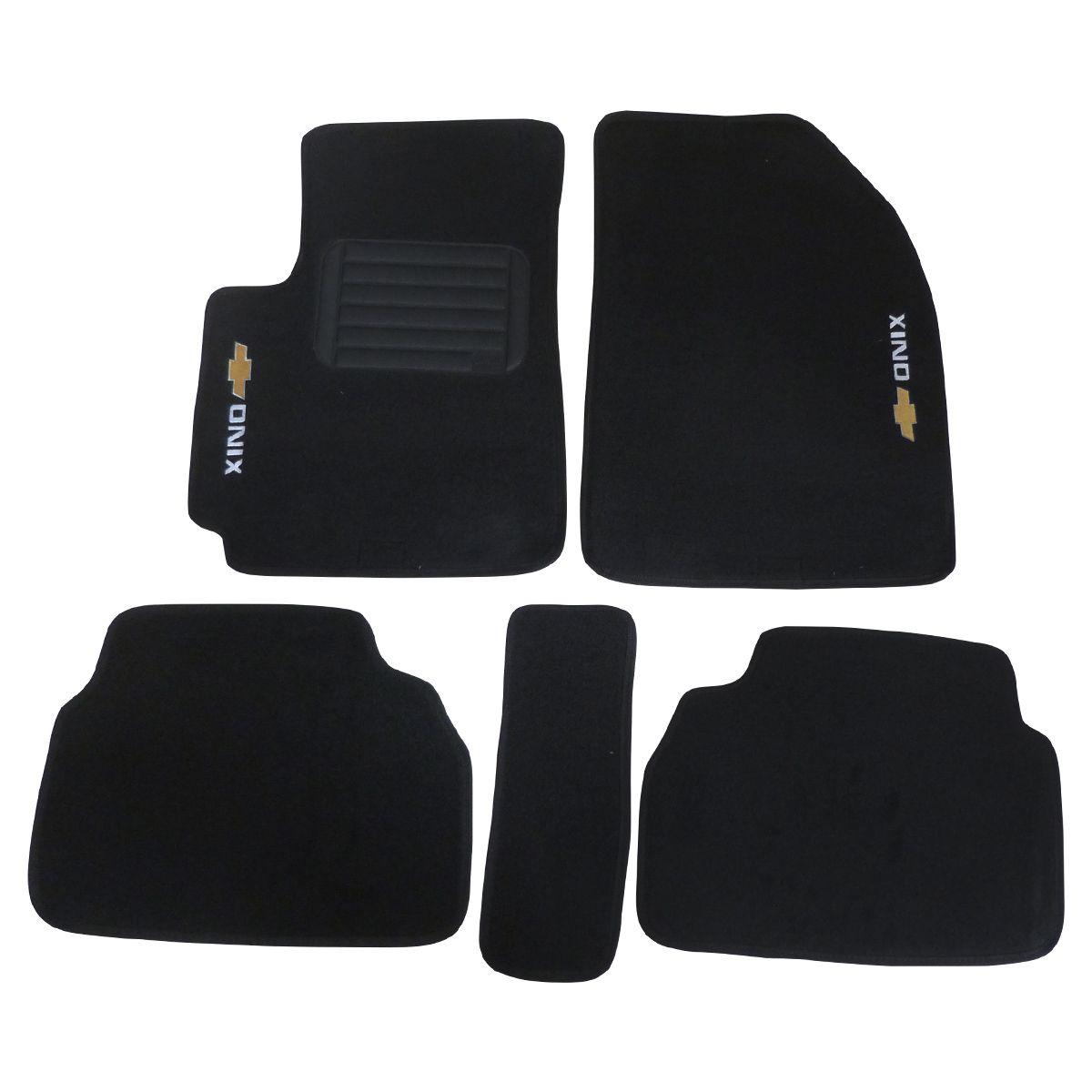Tapete Onix Nova Geração Hatch / Plus - Carpete Preto Bordado Logo