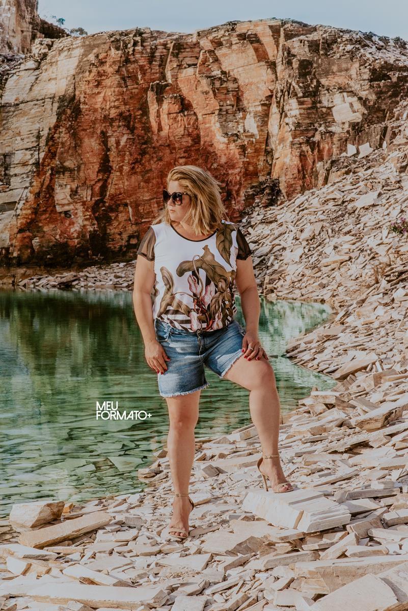 Shorts Plus Size Jeans com Barra Desfiada