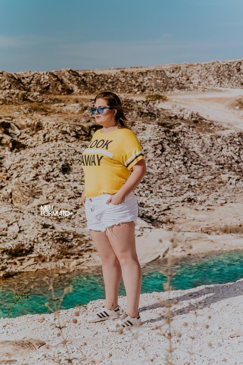 T-shirt Plus Size look away amarela