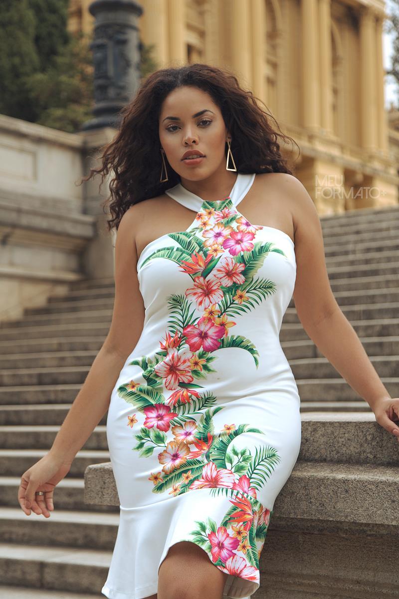 Vestido Plus Size branco floral