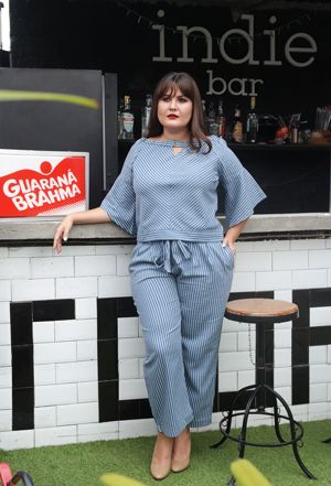 Conjunto de blusa e pantalona listrado
