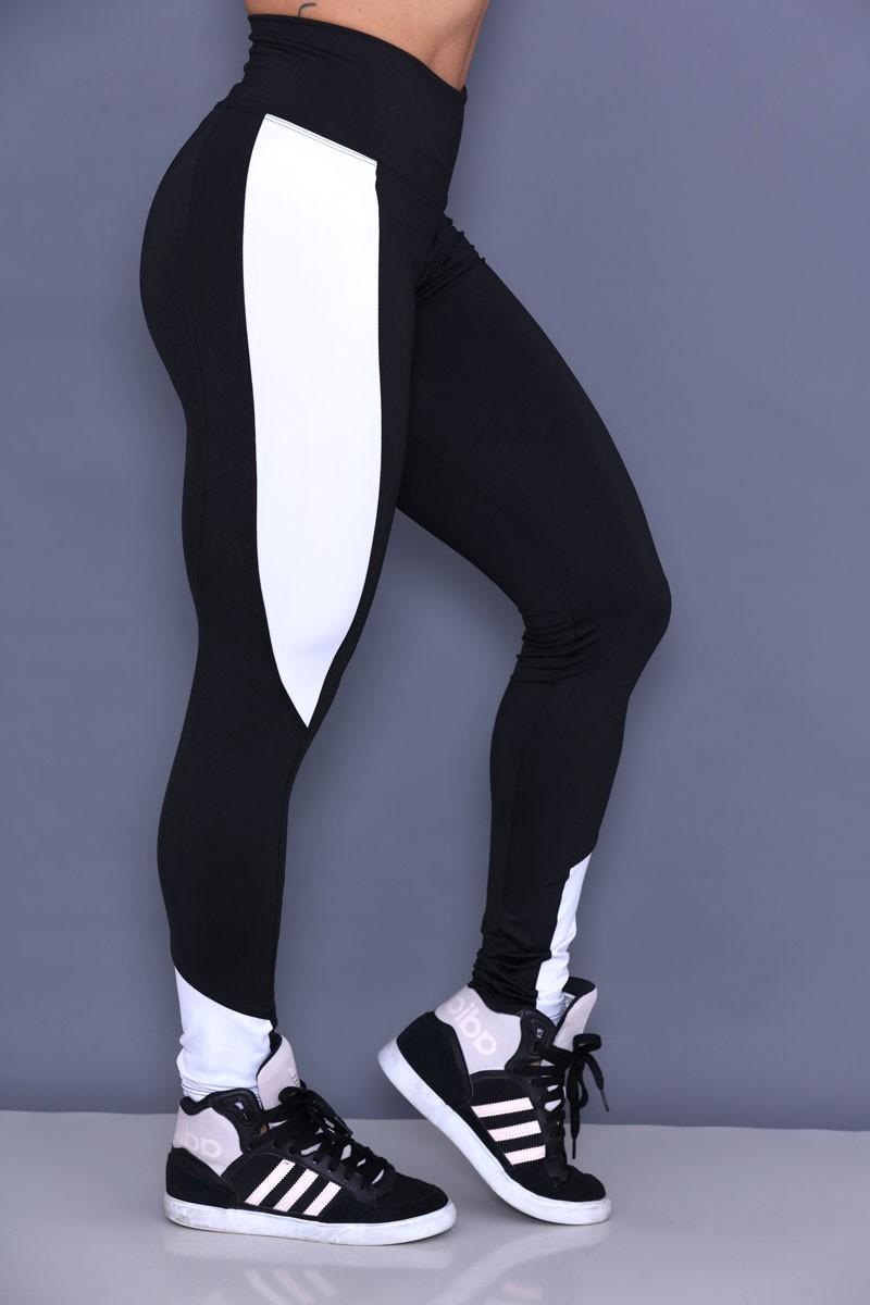 Calça Legging Preta com Recorte