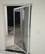 Porta em Alumínio com Vidro