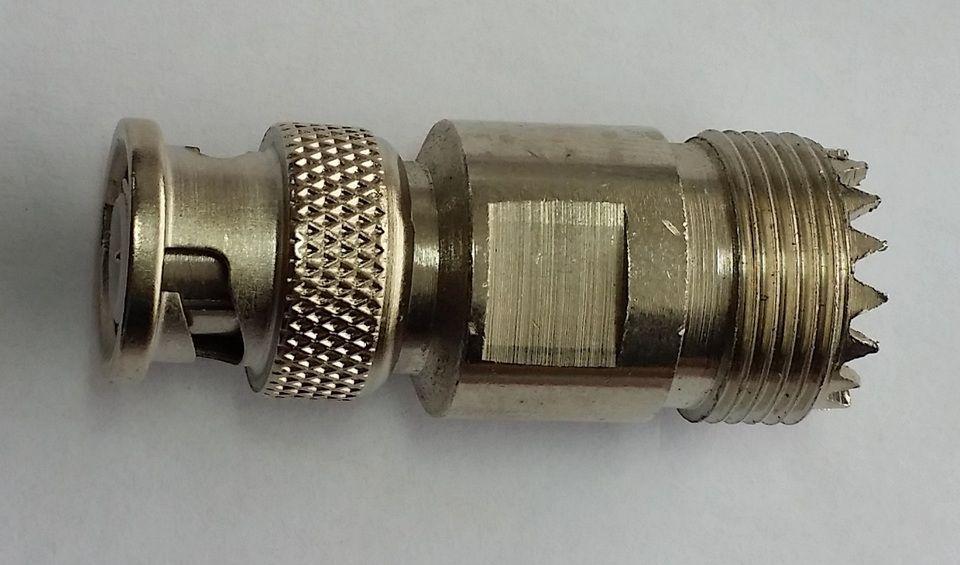 CONECTOR ADAPTADOR MACHO BNC/FÊMEA UHF