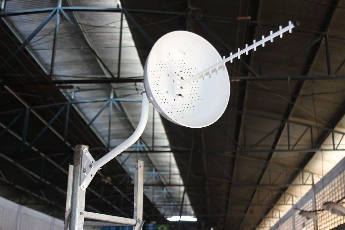 KIT ANTENA CÚBICA 4G - 2100/2600Mhz C/ SUPORTE ARTICULADO