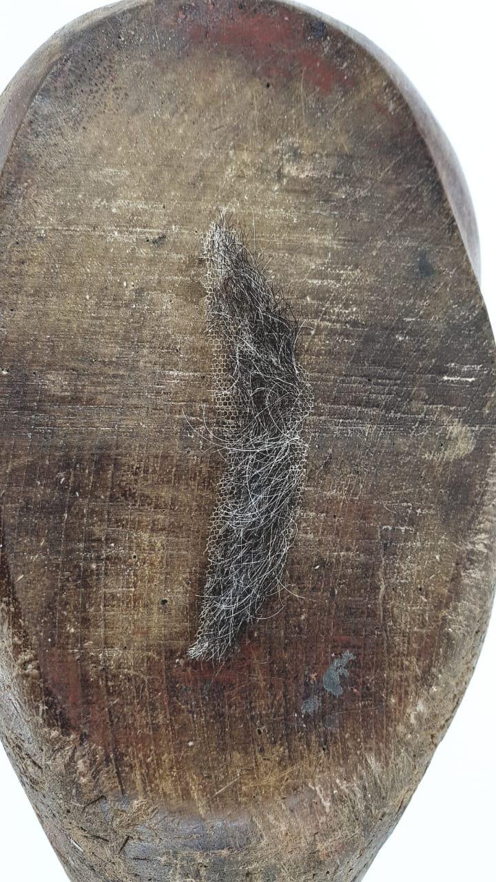 Bigode falso marrom com fios brancos