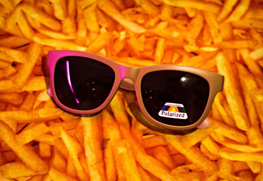 Óculos madeira + brancp palozíssimo 100% styleira do verão