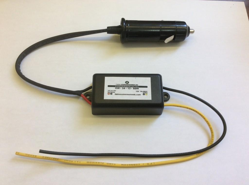 AU 02 -Conversor DC/DC 24V - para 12V-5A - com plug para acendedor de cigarros