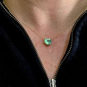 Pingente Ouro 18k com Esmeralda Natural Colombiana Coraçao 0.9cm x 0.8cm -2cts