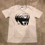 "Camiseta The Rocks ""FLOWER OF JUSTICE"" Cinza Claro"