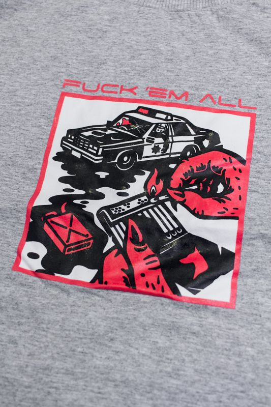 "CAMISETA THE ROCKS ""FUCK 'EM ALL"" CINZA"