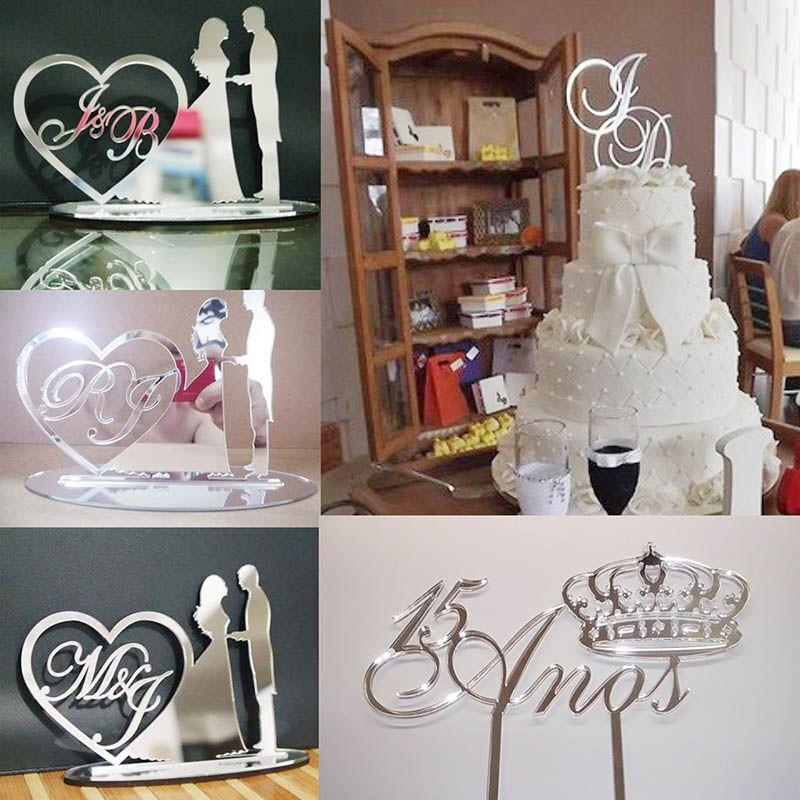 Topo de bolo em acrílico espelhado, podendo ser com noivos, iniciais entre outros.
