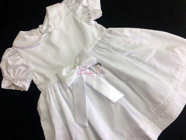 Vestido batizado algodao com guipir nas mangas