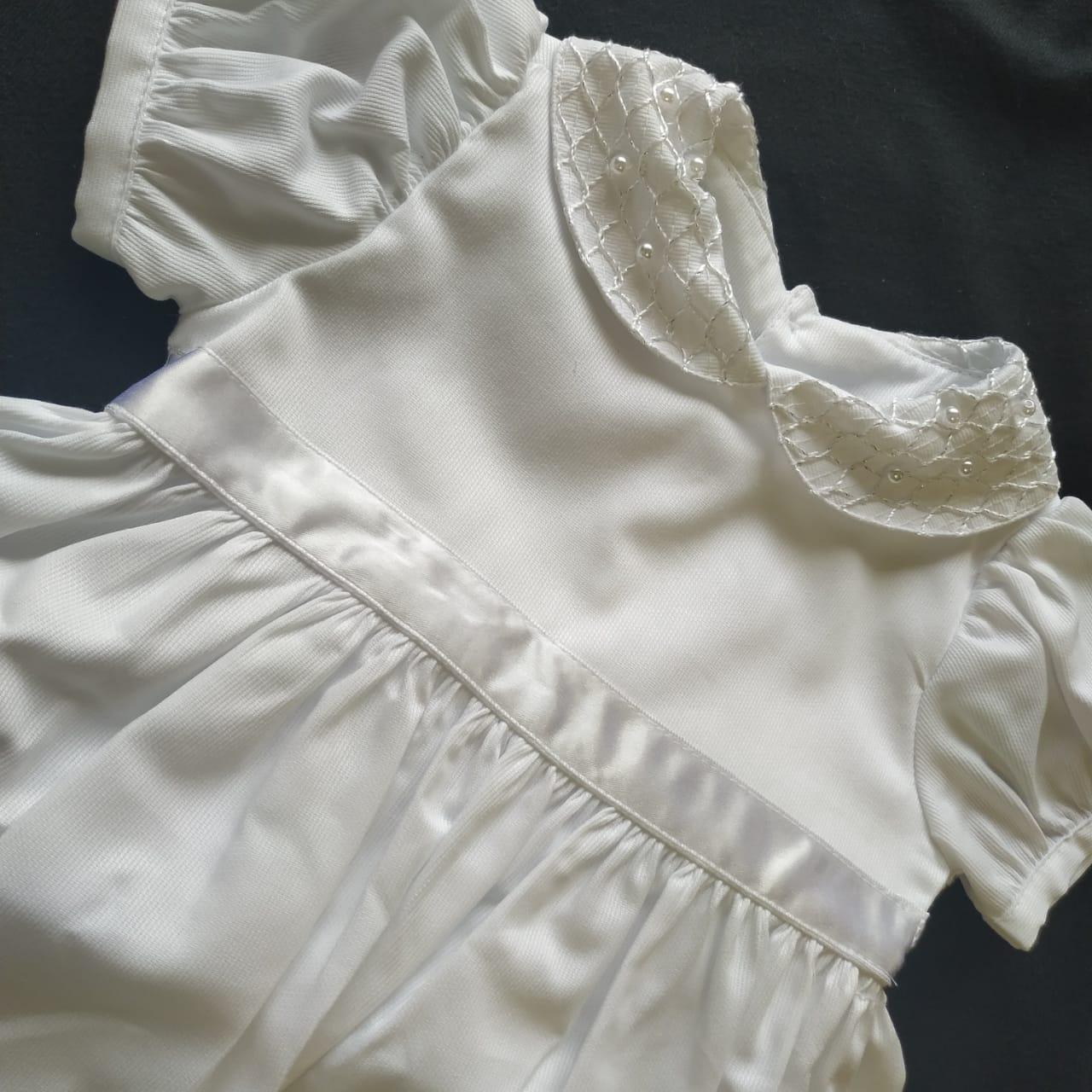 Vestido batizado Branco algodão perolas na saia e gola