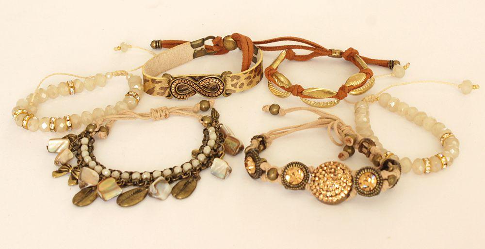 Pulseira feminina dourada, varias voltas , couro sintético e cristais -2159