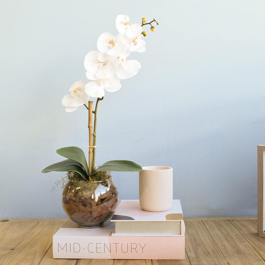 Arranjo Artificial de Orquídea Branca de Silicone no Vaso Transparente Pequeno | Linha Permanente Formosinha