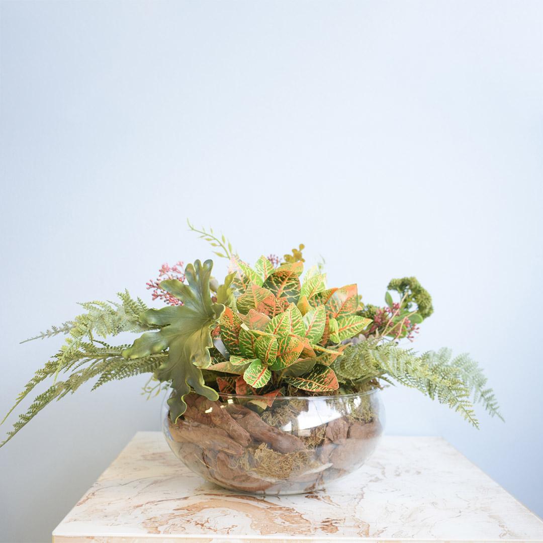 Arranjo de Folhagens e Suculentas Artificiais no Vaso de Vidro | Formosinha