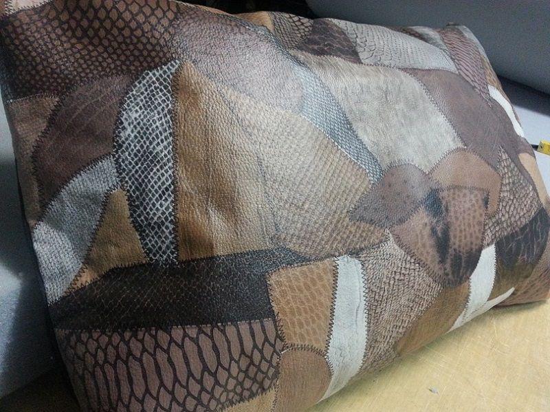 Almofada em Corino Estampada com Zíper