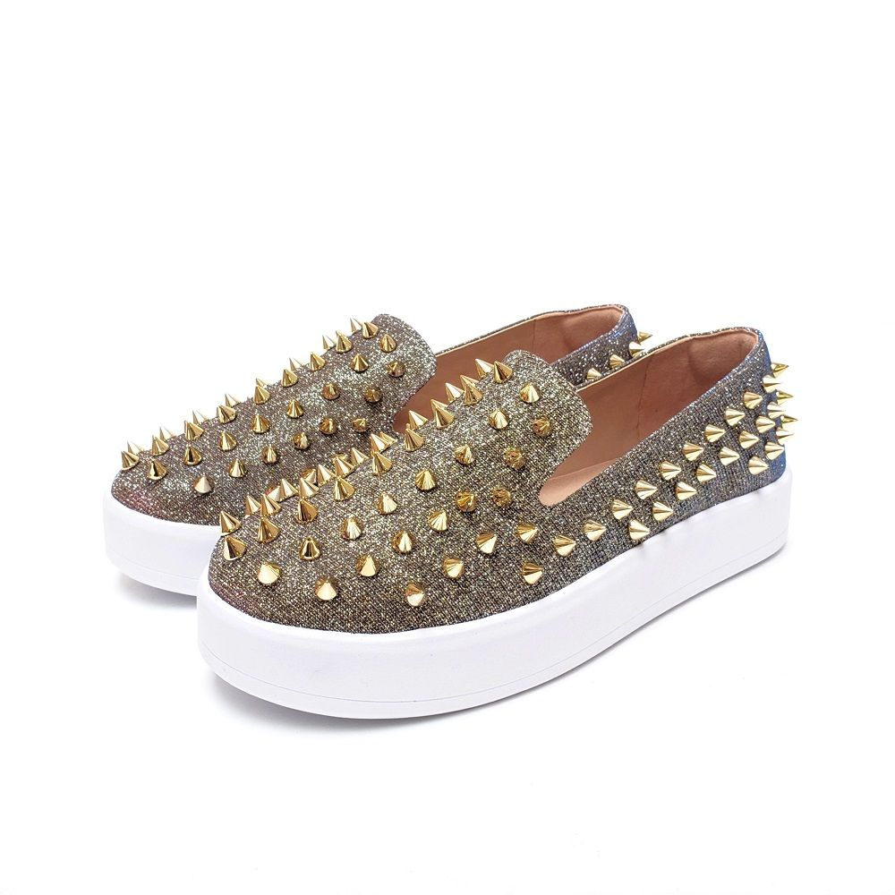 TENIS SLIP ON COM SPIKES
