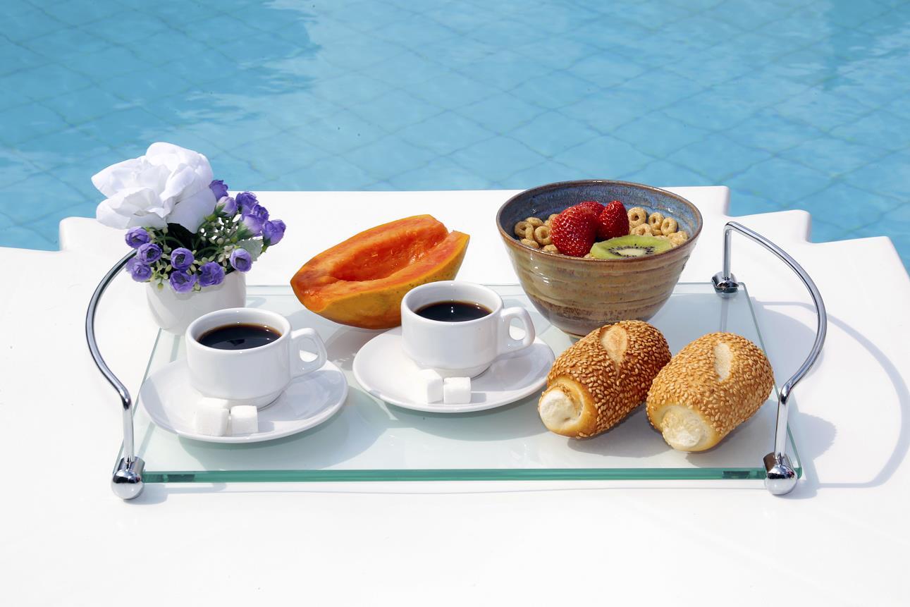 Bandeja Aquabox para café da manhã em vidro incolor 8mm temperado 40cmx26cm