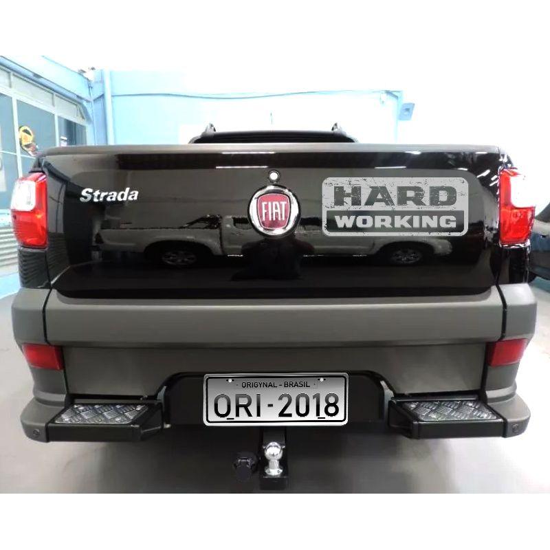Emblema Traseiro Strada Hard Working 2018/2019 Adesivo Prata