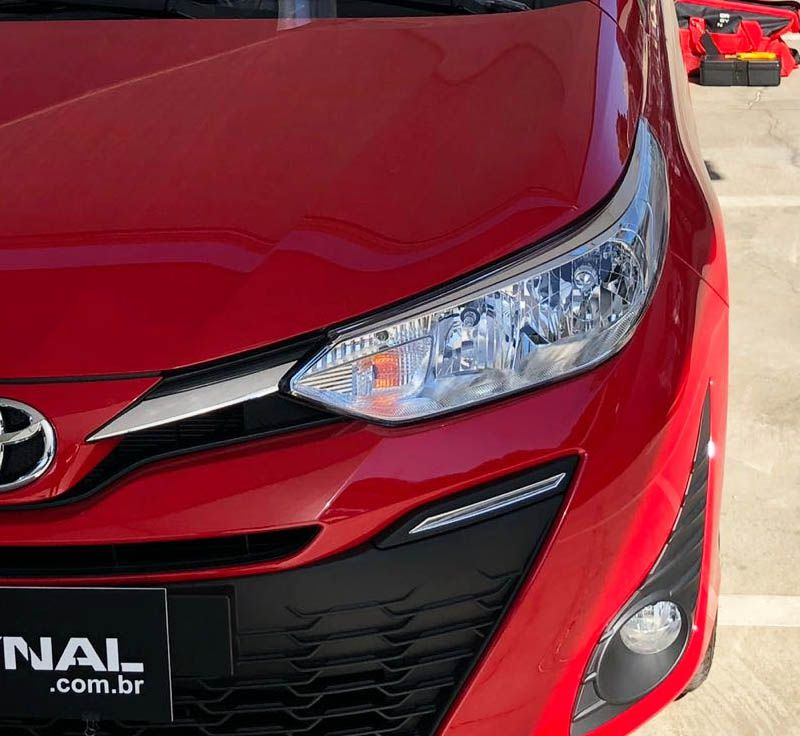 Kit Acessórios Da Grade Yaris Hatch Sedan + Friso + Soleira