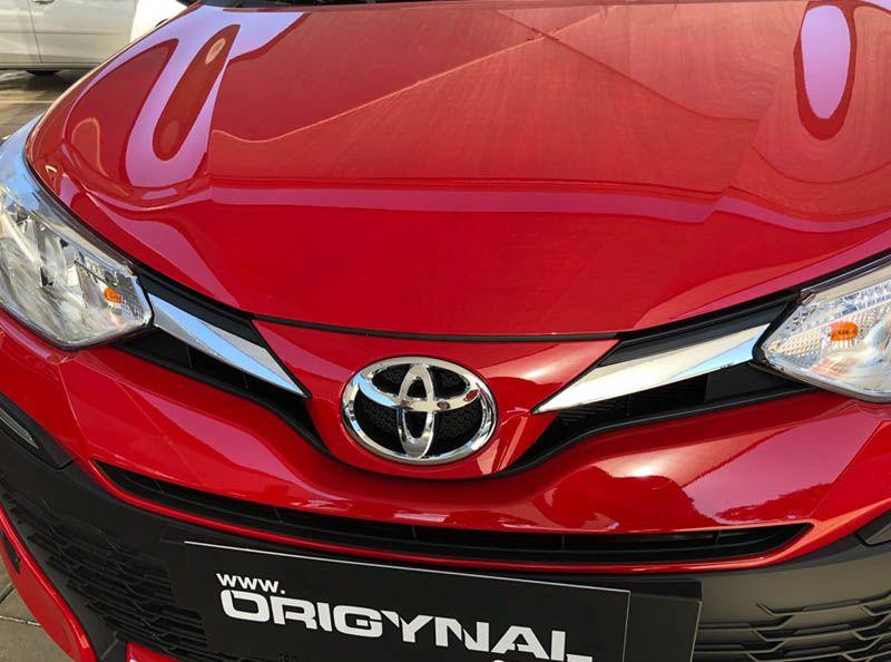 Kit Aplique Grade Yaris Hatch Sedan 18/19 Adesivo Cromado