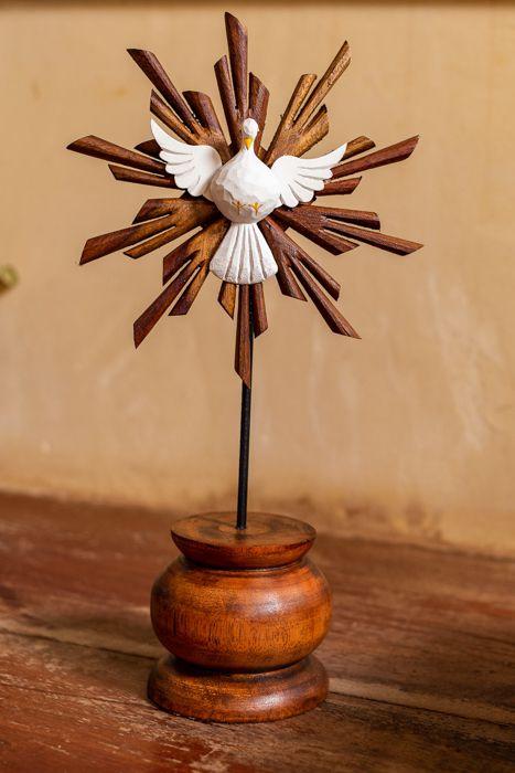 af304aa04 Divino Espírito Santo pedestal em madeira de mesa - Empório Vó Olívia