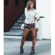 Shorts desfiado bordado suede aplicado jeans com dirty