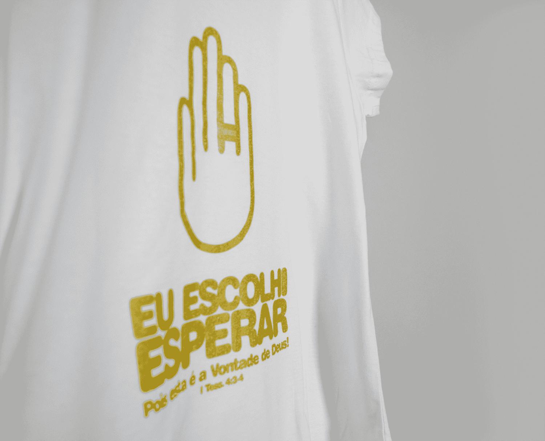 Camisa Masculina Eu Escolhi Esperar Dourada- Gola Comum