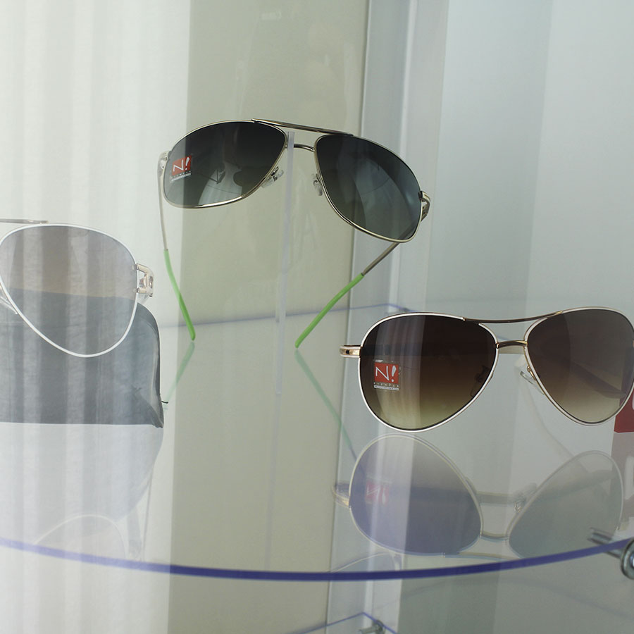 007p - Expositor De Chão Com 4 Prateleiras Personalizado