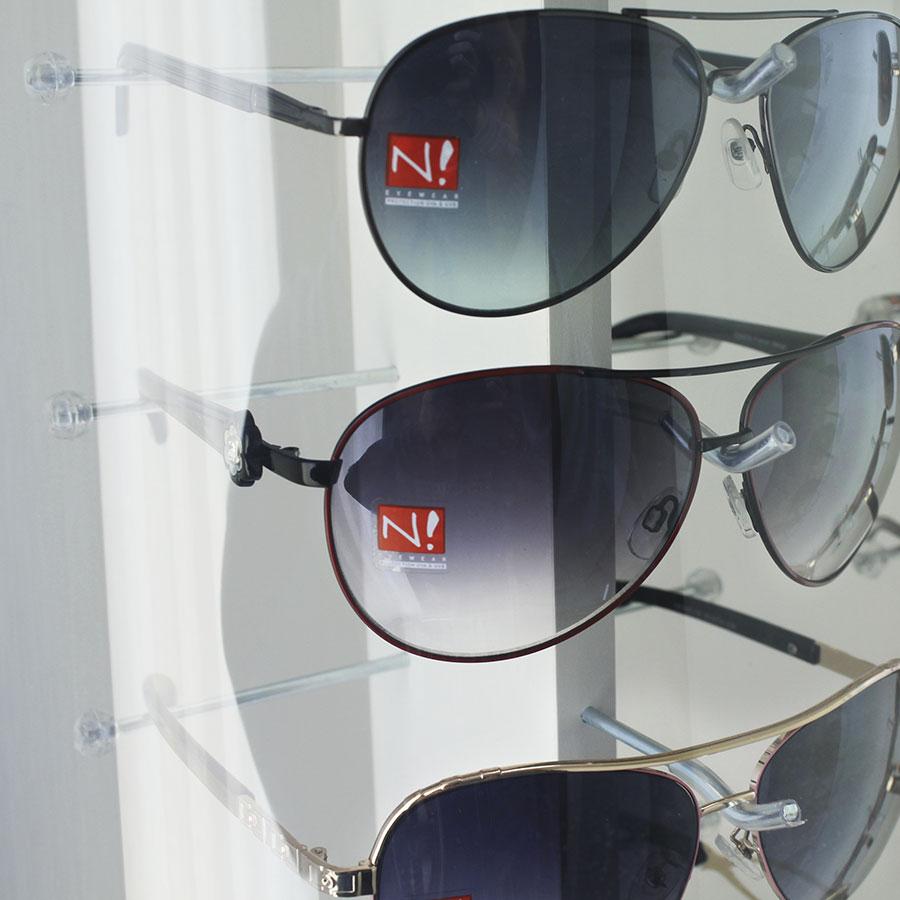 132 - Expositor De Chão Para 18 Óculos