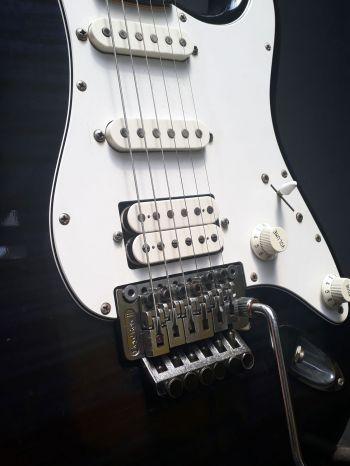 Guitarra Fender Standard Japan C/Floyd Rose - Usada