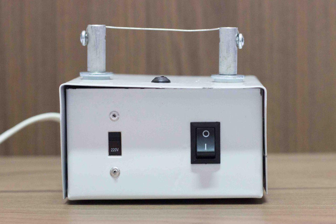 Máquina para fazer fuxico - bivolt na cor branca
