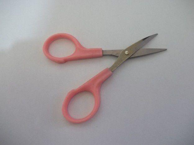 Tesoura Curva para arrematar bordados