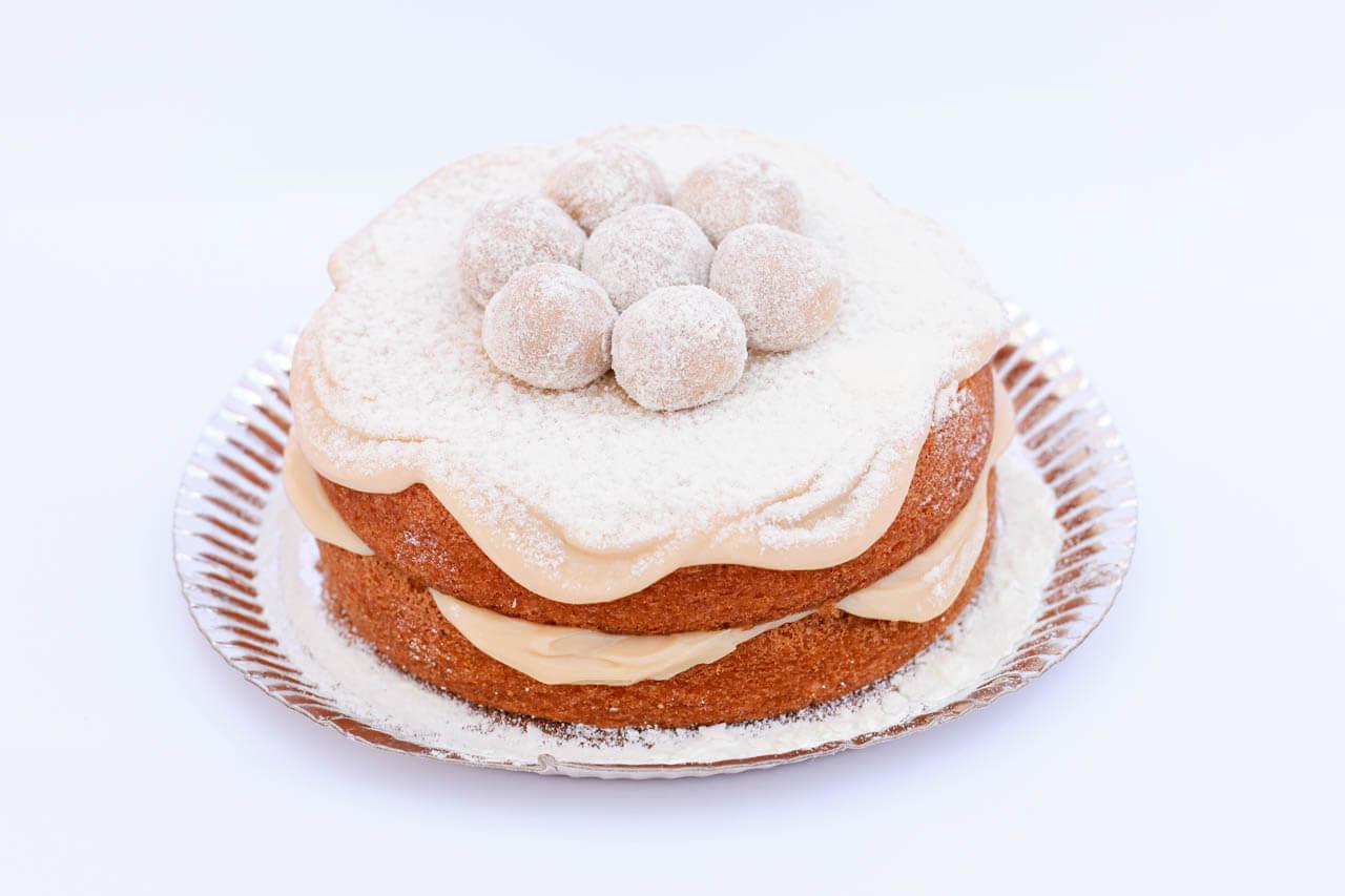 Naked Cake decorado com brigadeiro