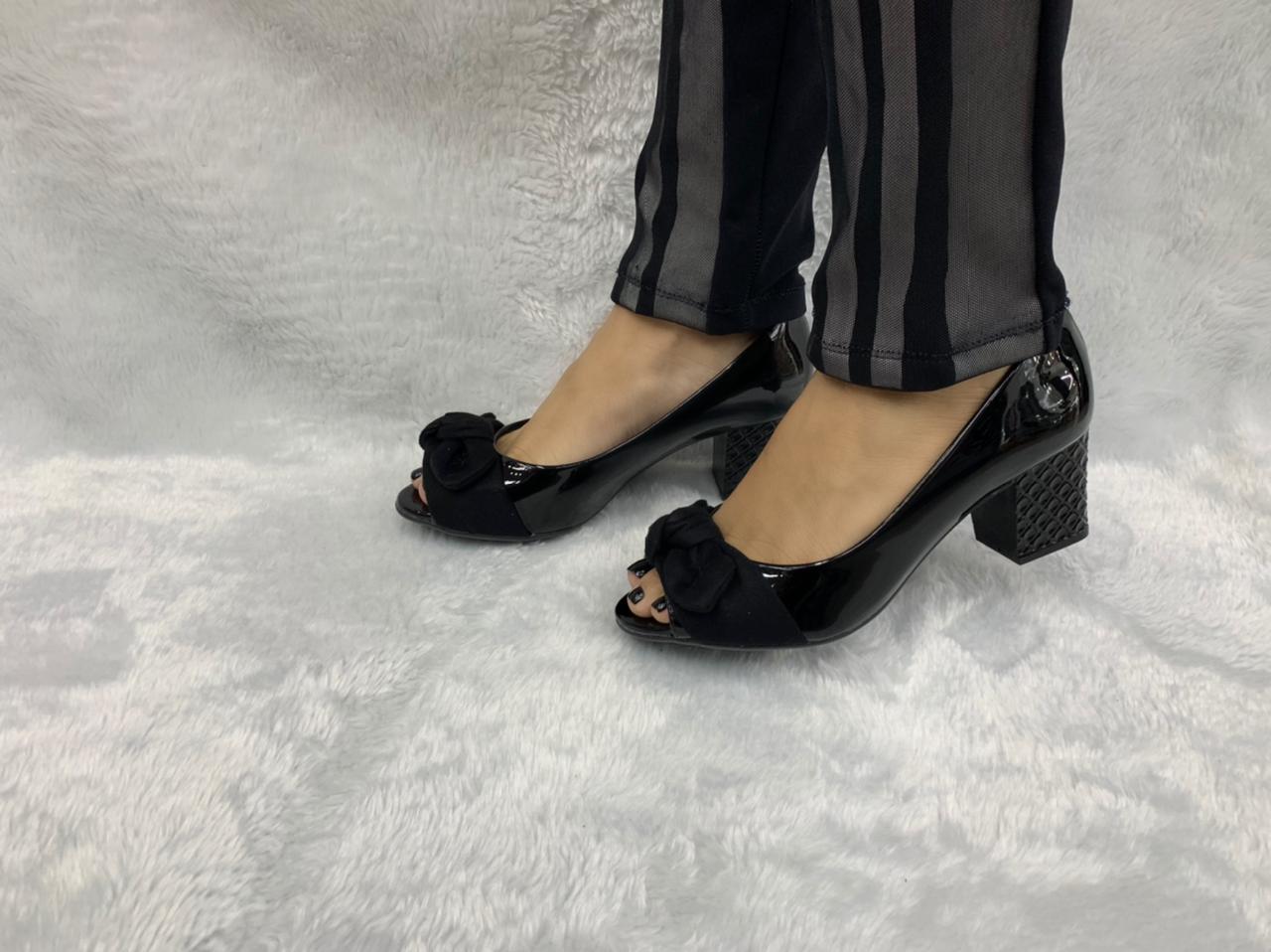Sapato Moleca Peep Toe Laço Salto Grosso 5708.101 Feminino