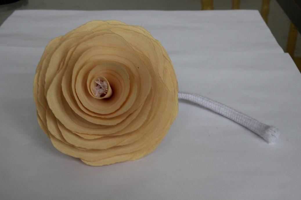 Flor de madeira  com pavio para difusor