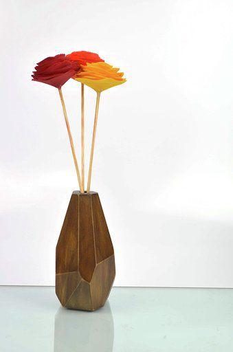 Vaso de madeira  com 3 flores nº 3