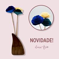Vaso de madeira  com 3 flores nº1