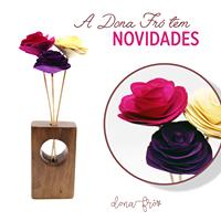 Vaso de madeira  com 3 flores nº2