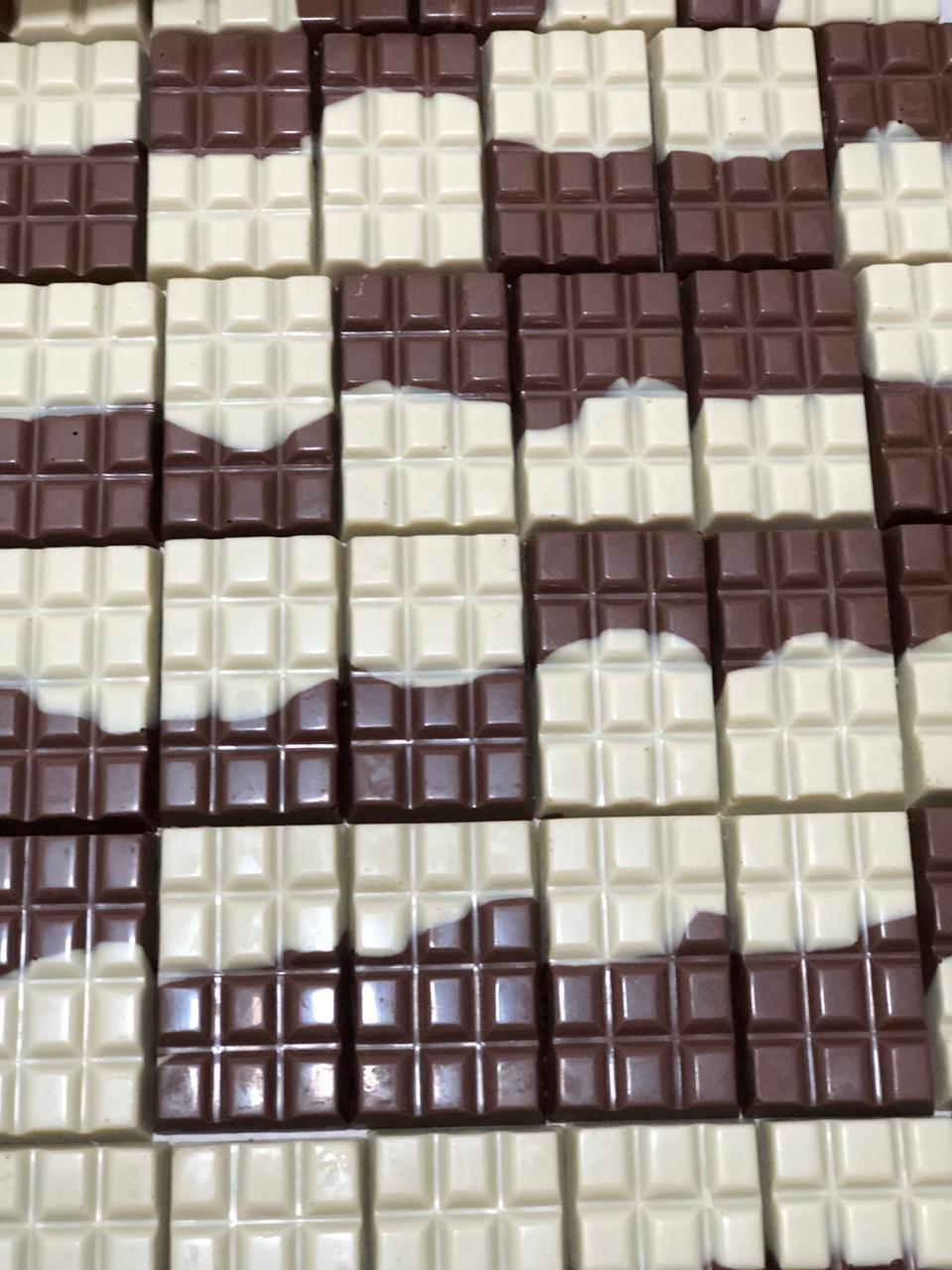 Barra mesclada de chocolate branco e chocolate 45% de cacau 100g