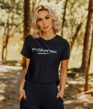 T-Shirt  preta essence
