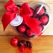 Caixa coração com bombom cherry