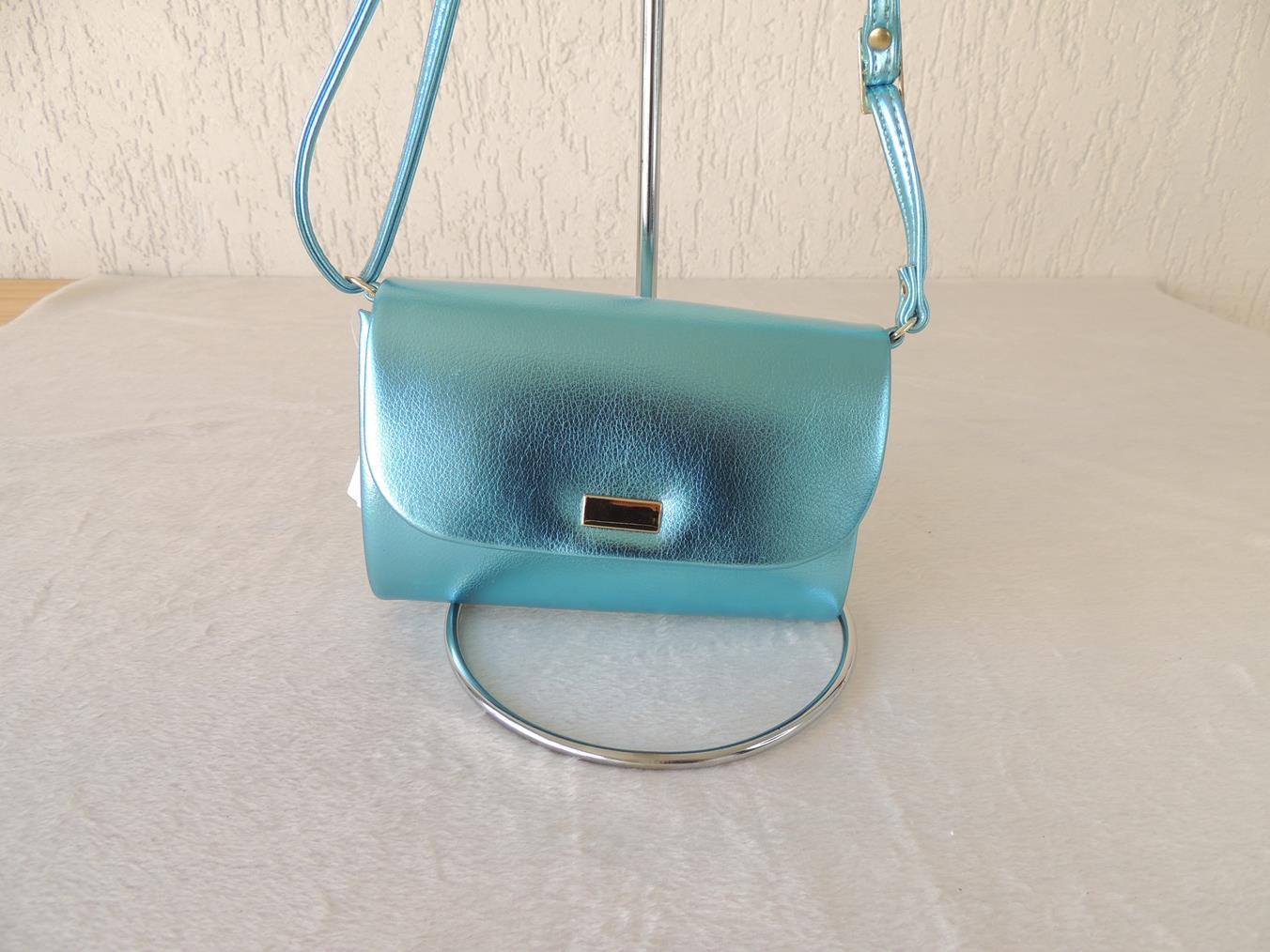 Bolsa com cor metalizada