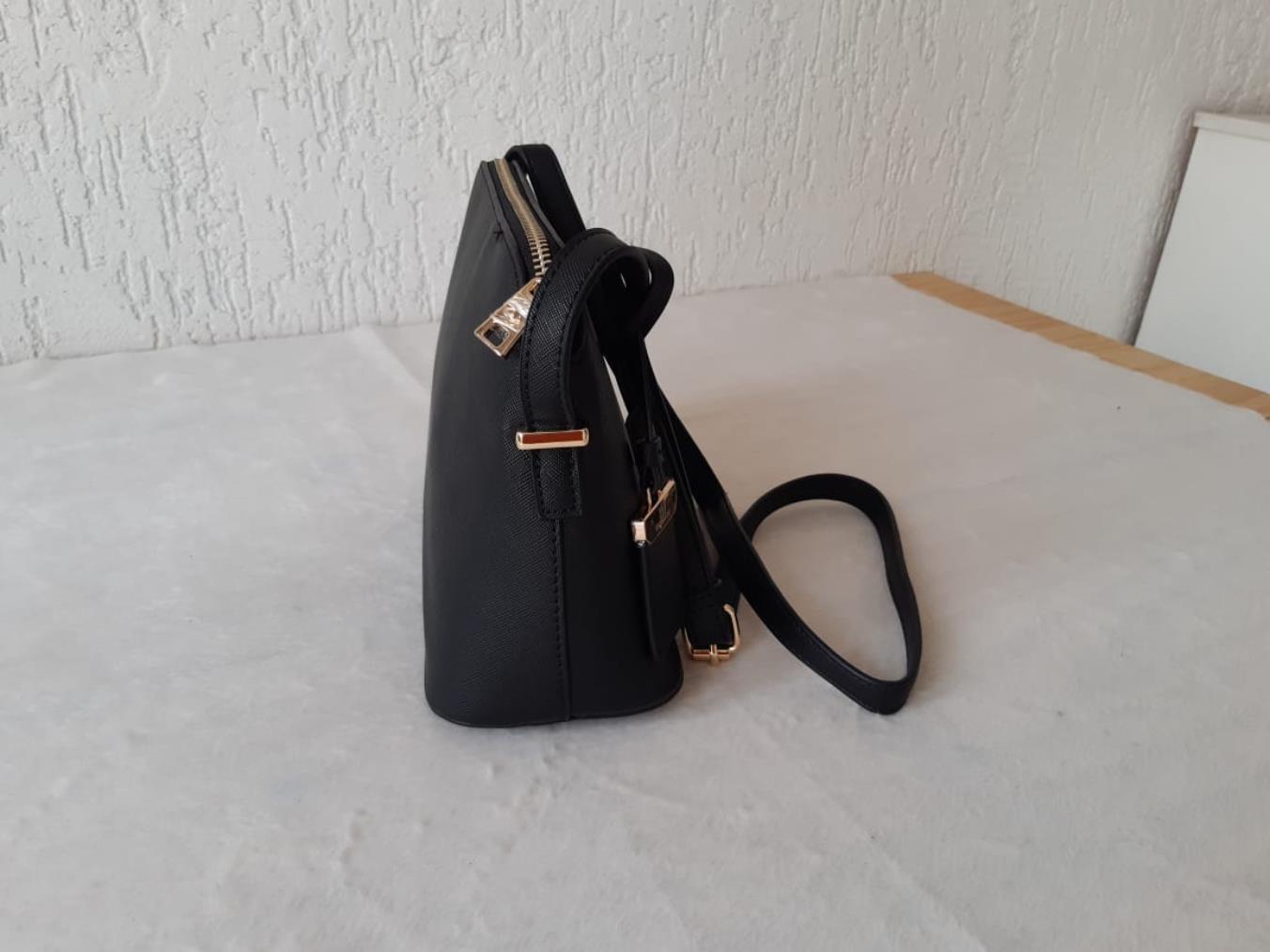 Bolsa pequena com alça transversal