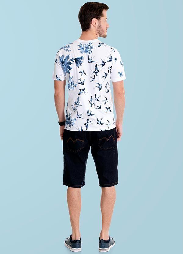 Conjunto camisa manga curta e shorts