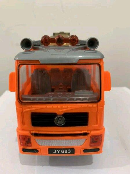 Caminhão Tanque Com Som e Led JY683
