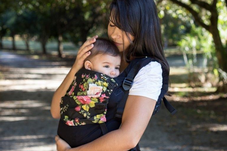 Carregador Ergonômico e Desenvolvimento do Bebê - Transporte vertical versus horizontal na primeira infância