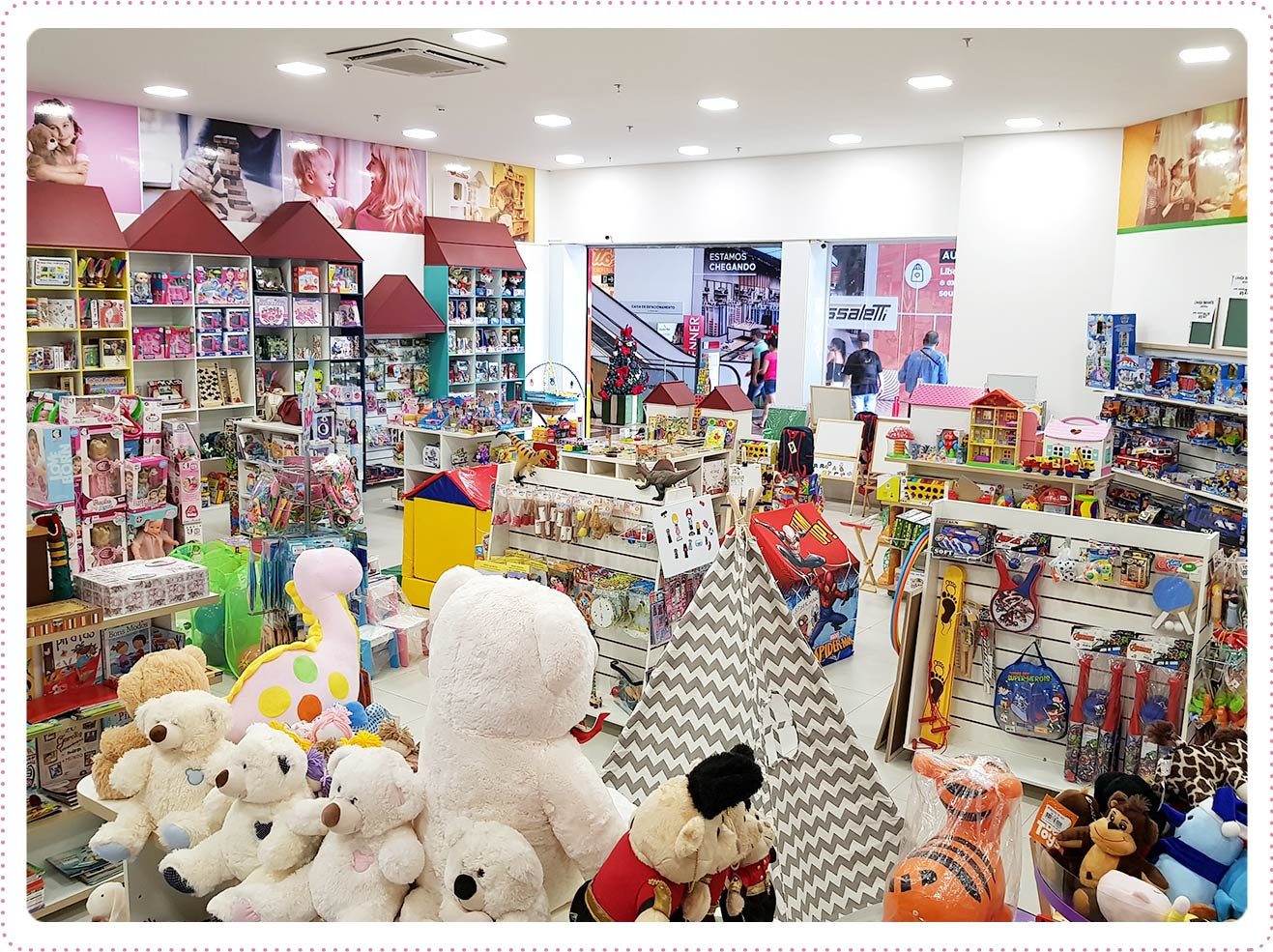 Uma loja encantada com diversos brinquedos megadivertidos além pelúcias, bonecas e muito mais